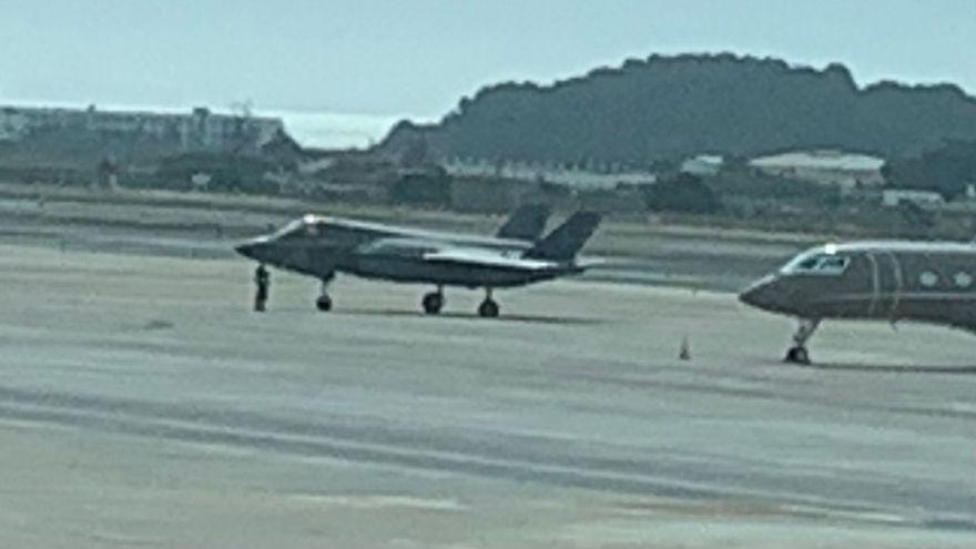 Un caza F35 aterriza de emergencia en el aeropuerto de Ibiza
