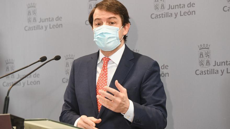 """El presidente de Castilla y León denuncia que el Gobierno """"recorta fondos"""" para autónomos y empresas"""