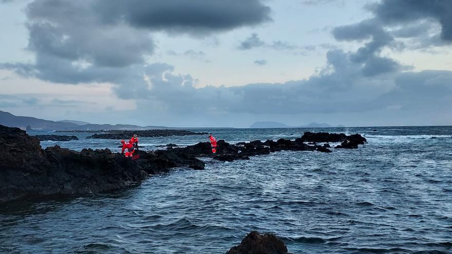 Reanudan búsqueda de la patera que volcó en Lanzarote (18/06/21)