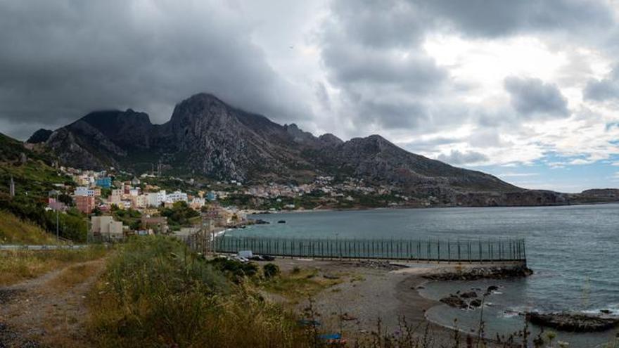 Muere un joven inmigrante que intentó cruzar el Estrecho desde Ceuta a nado