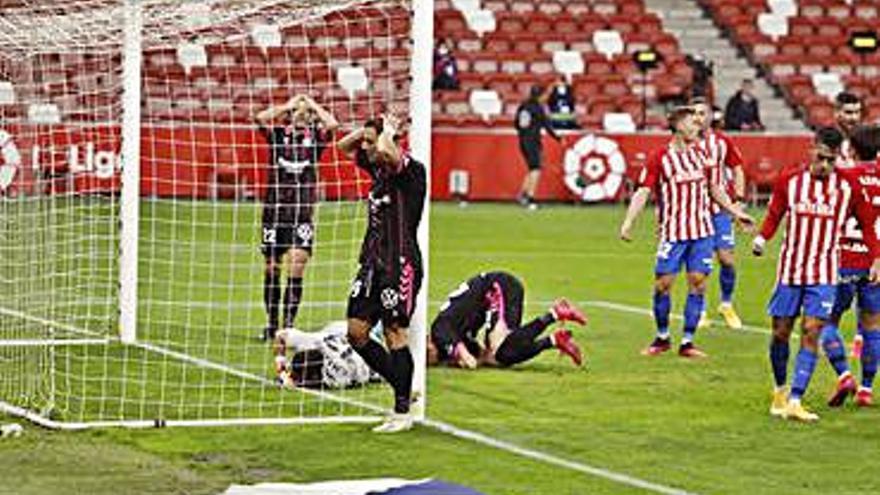 Al Sporting se le hace largo, cinco goles tras el descanso en quince días