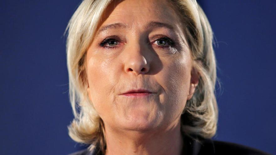 Le Pen sube en las encuestas tras el atentado en París