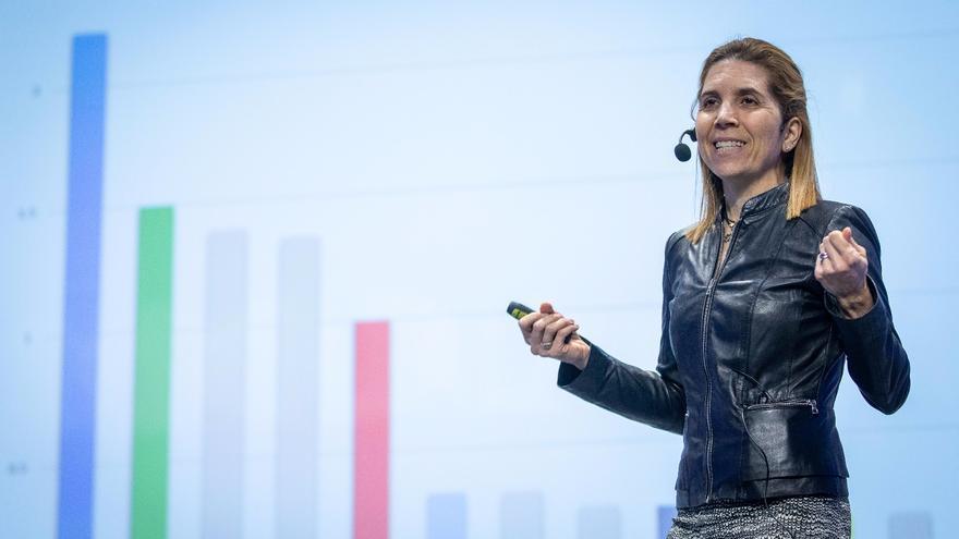 """El equipo """"Valencia IA4COVID"""" liderado por Núria Oliver gana un premio mundial sobre la pandemia"""