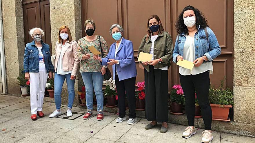 A Cacharela dona 400 euros a cuatro colectivos lalinenses