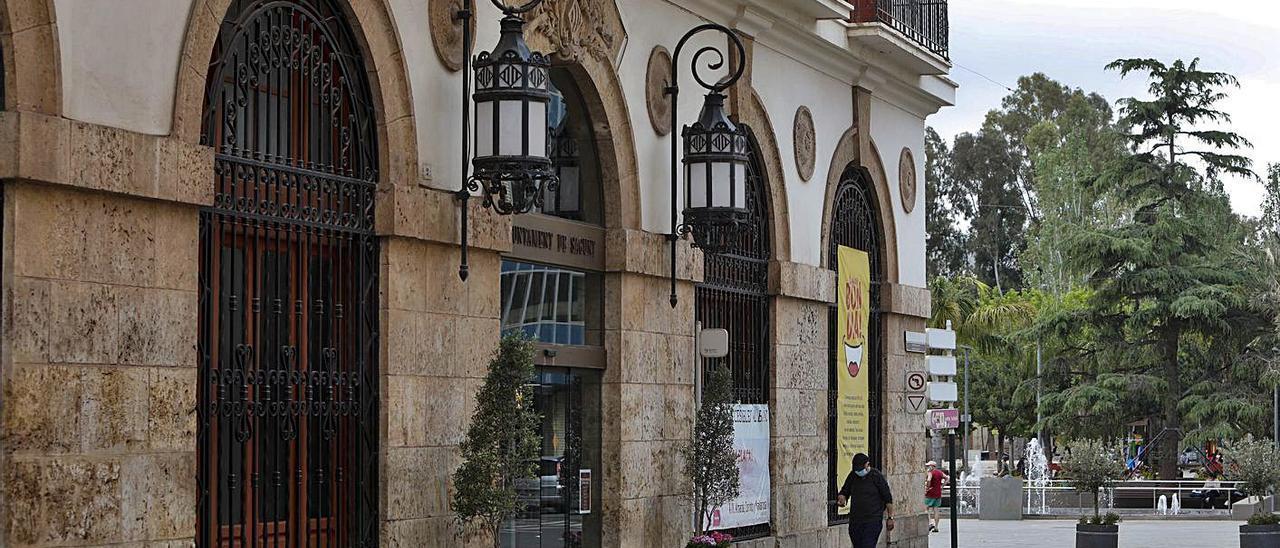 Fachada del Ayuntamiento de Sagunt. | DANIEL TORTAJADA