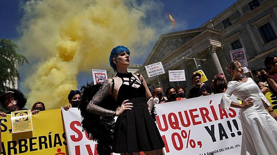 Les perruqueries es queden sense una rebaixa de l'IVA al 10% tot i el suport polític