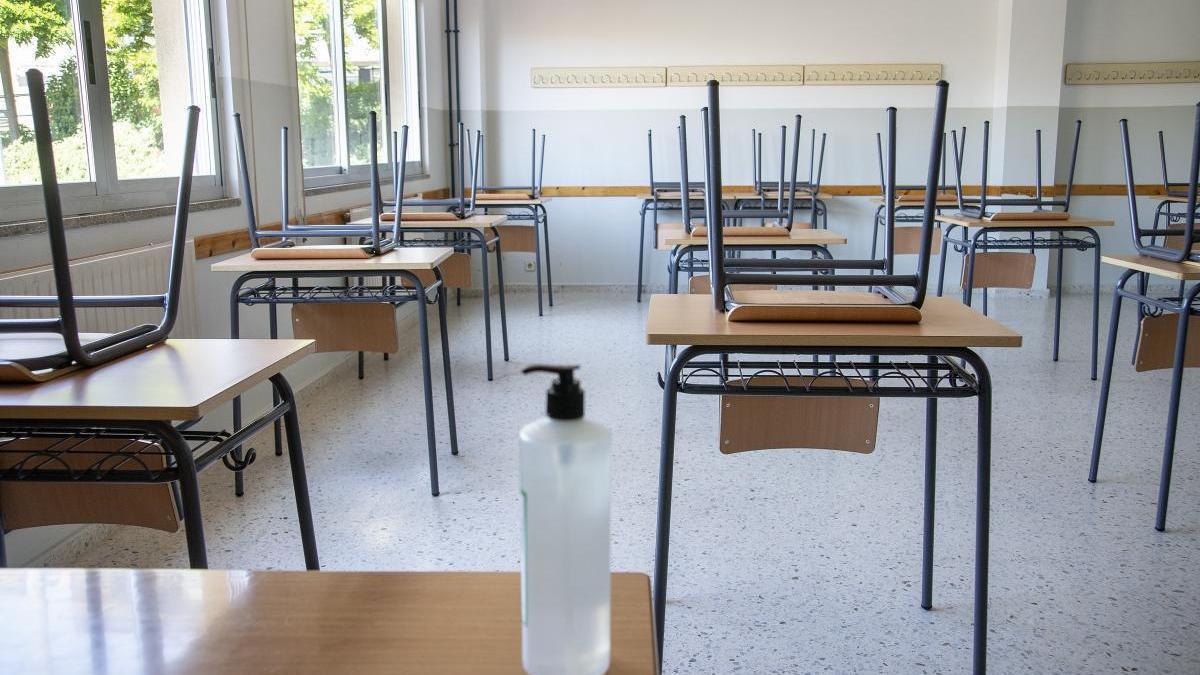 Un aula vacía por la pandemia del coronavirus. // Carlos Peteiro
