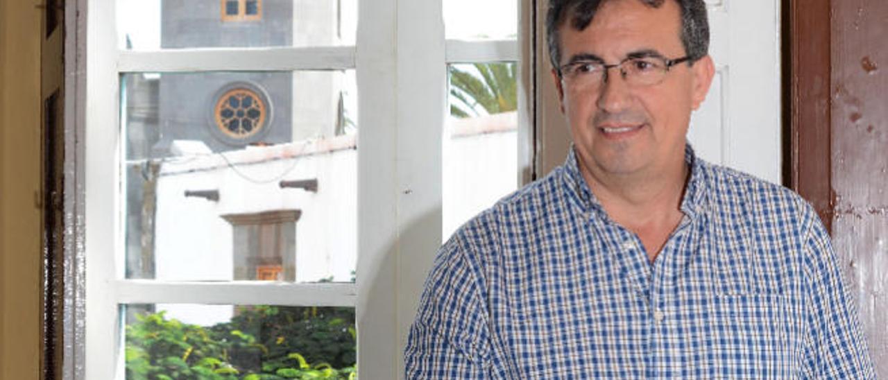 Juan Francisco Artiles, en su despacho en Urbanismo, el pasado jueves.