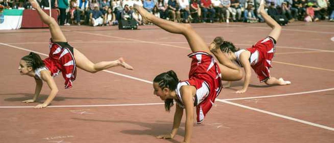 Gimnastas del colegio Arenas Internacional.