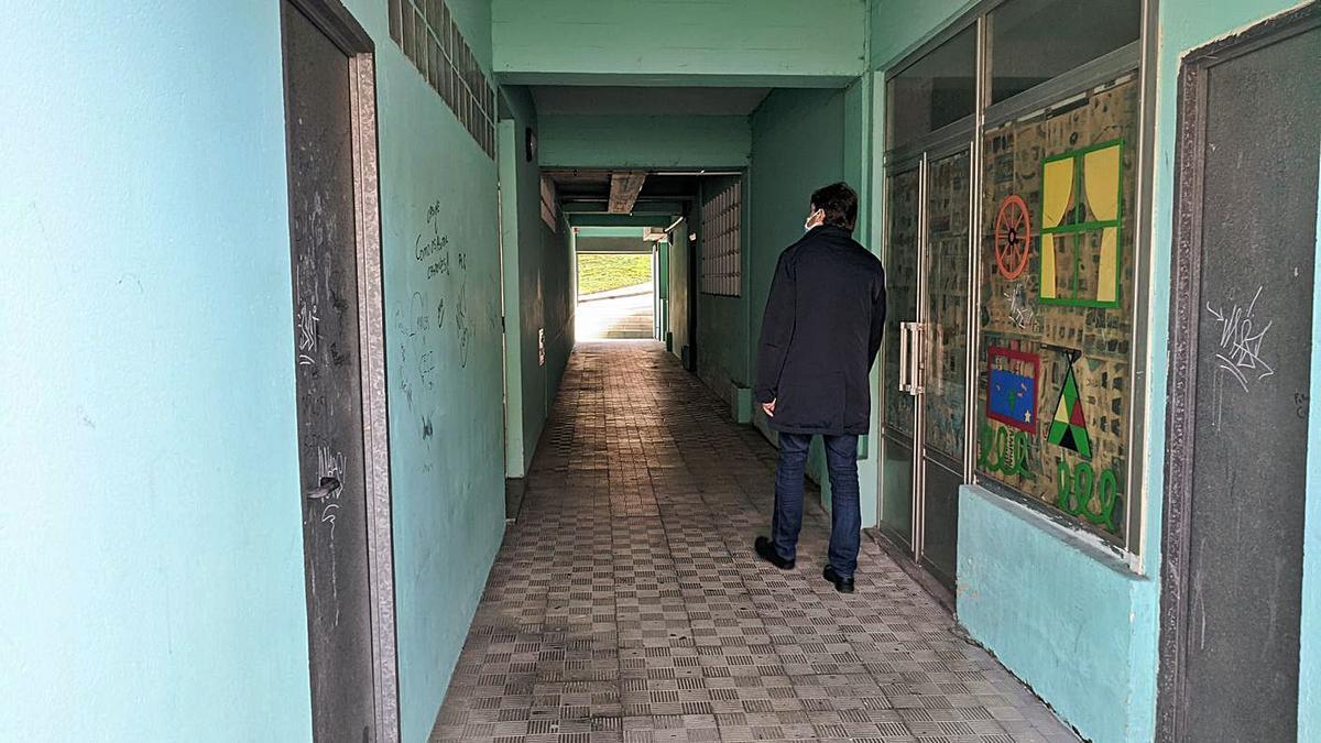Uno de los pasadizos de los edificios de Sol y Mar, en Arteixo. |   // LA OPINIÓN