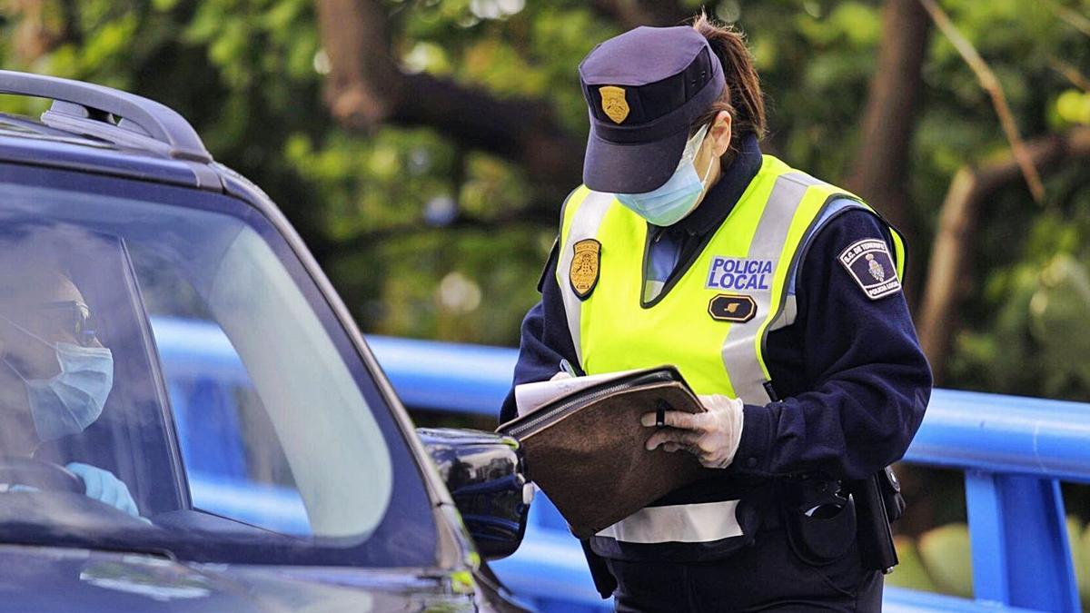 Controles de la Policía Local de Santa Cruz de Tenerife.