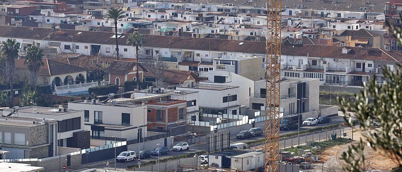 Obras en el sector de l'Hort de Galvañón de Alzira, en una imagen de archivo. | VICENT M. PASTOR