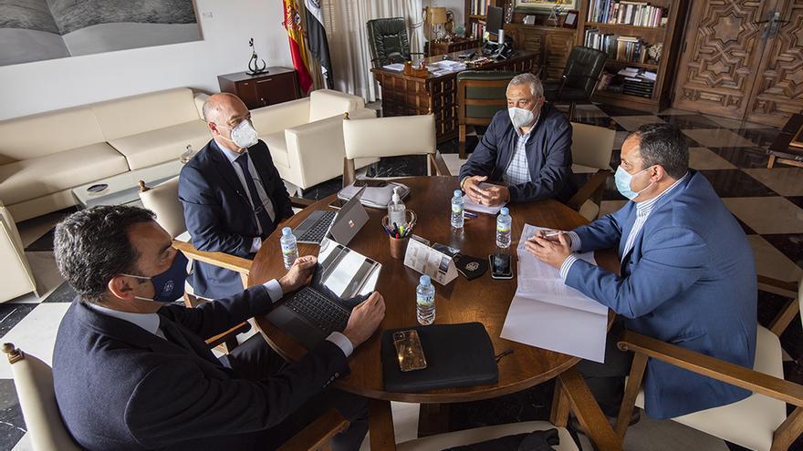 La CHT se compromete a agilizar la legalización de las captaciones de agua