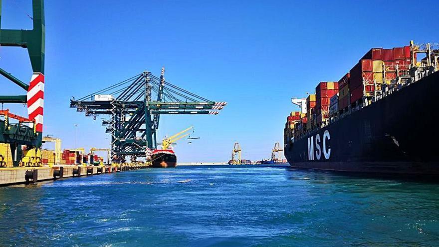 Los fletes marítimos y la congestión de los puertos mantienen en alerta al sector exterior