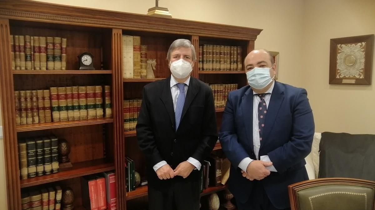 Reunión del decano de los abogados y el fiscal jefe