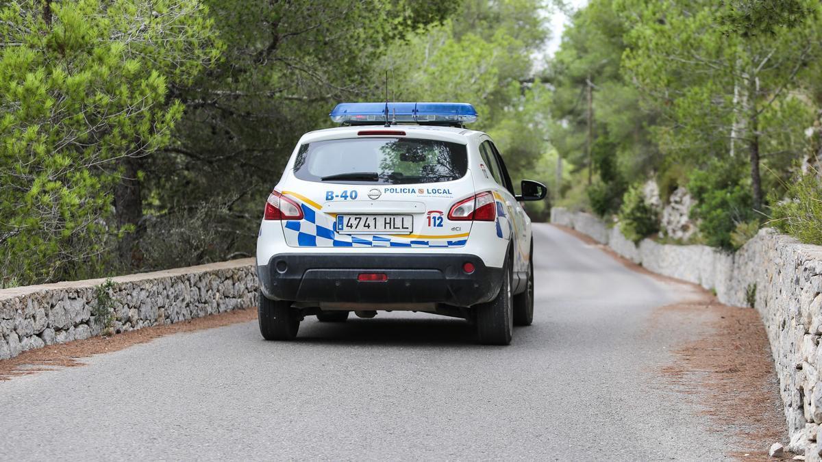 Una coche patrulla de la Policía de Santa Eulària, en una imagen de archivo.