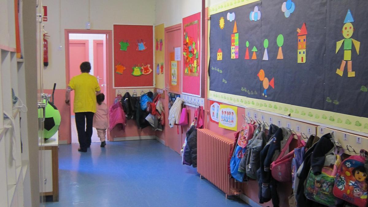 El pasillo de un colegio.