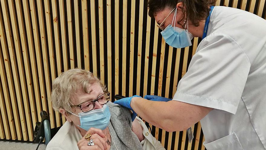 Mig miler d'avis de la Catalunya Central ja han rebut la tercera dosi de la vacuna