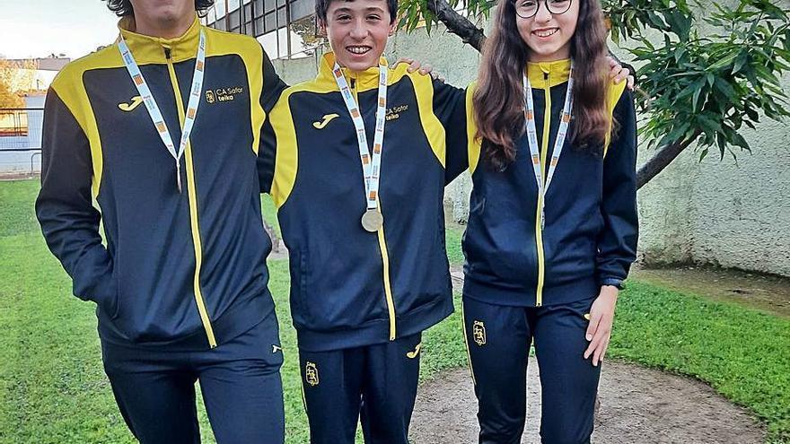 Tres triatletas del Safor Teika ganan medallas provinciales y autonómicas