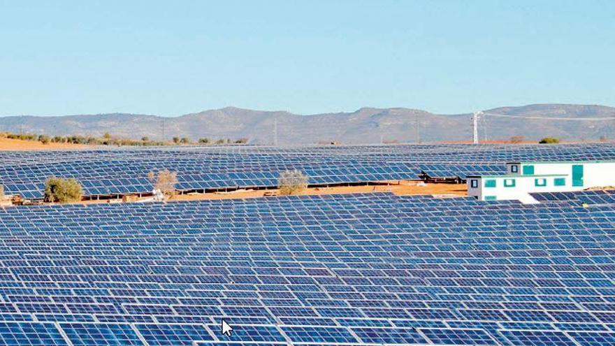 La avalancha de proyectos de parques solares en la C. Valenciana colapsa la red eléctrica