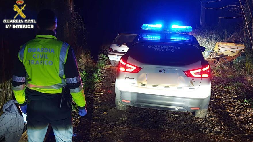 Detenido un vecino de Ponteareas drogado y sin carnet tras embestir  a un coche patrulla