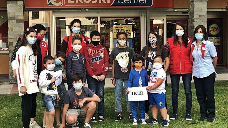 Los ganadores del concurso de Entroido de Sada, de quinto de Primaria, donan los 700 euros a Cruz Roja