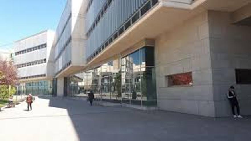 El Ayuntamiento de San Vicente desestima el recurso de la exjefa de Prensa que pedía volver
