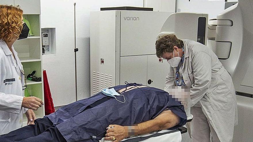 Uno de los aceleradores donados al Hospital de Sant Joan. | ALEX DOMÍNGUEZ
