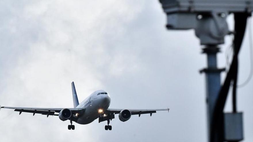 """Asturias se queda sin vuelos a Londres por el """"contexto catastrófico"""" de la pandemia"""
