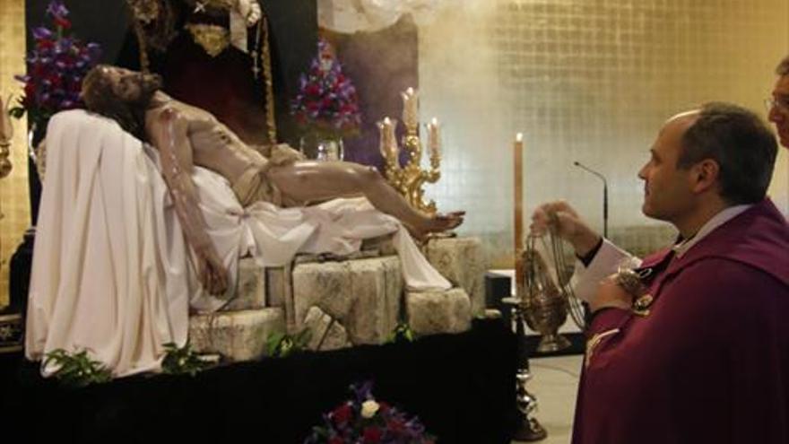 La iglesia de Consolación acoge la bendición del Cristo de las Almas