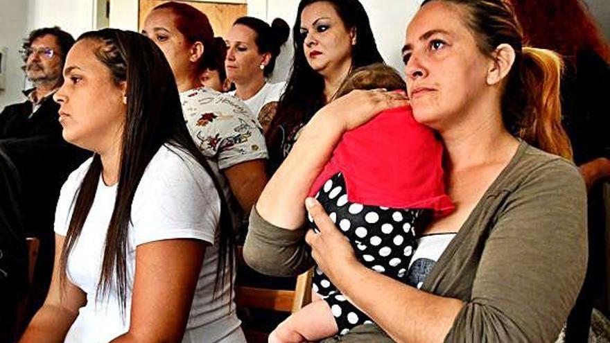 Las familias de 'La Ilusión' reclaman al Gobierno que interceda ante el nuevo intento de desahucio