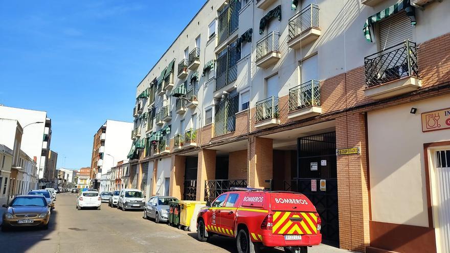Tres personas atendidas por un incendio en Don Benito