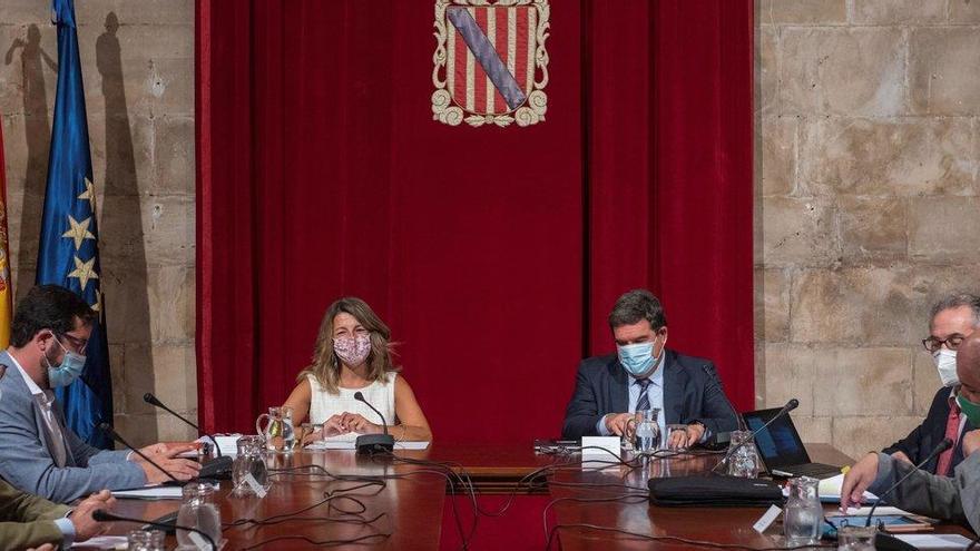 """CC critica que España siga """"improvisando"""" sobre el futuro de los ERTE"""