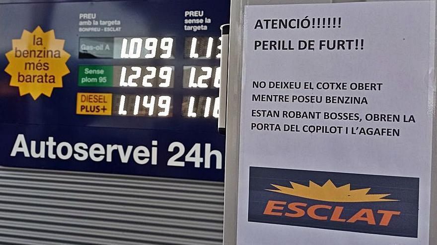Alerta per una onada de furts a clients de benzineres de Manresa