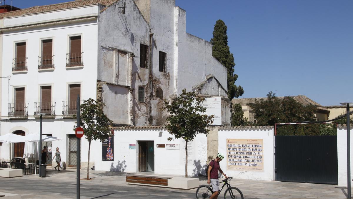 Calle Capitulares, que en un futuro tendrá un acceso al jardín de Orive por el solar que hay junto a Cultura.