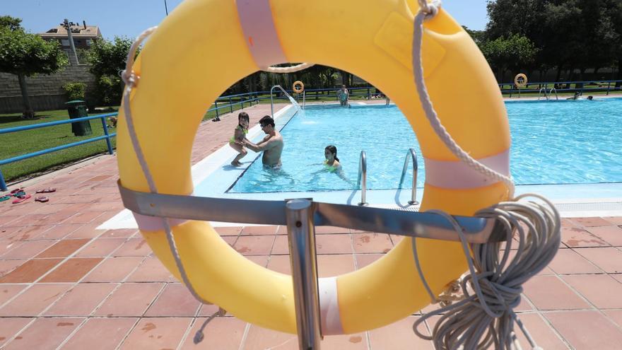 Primer día de piscinas en Zaragoza