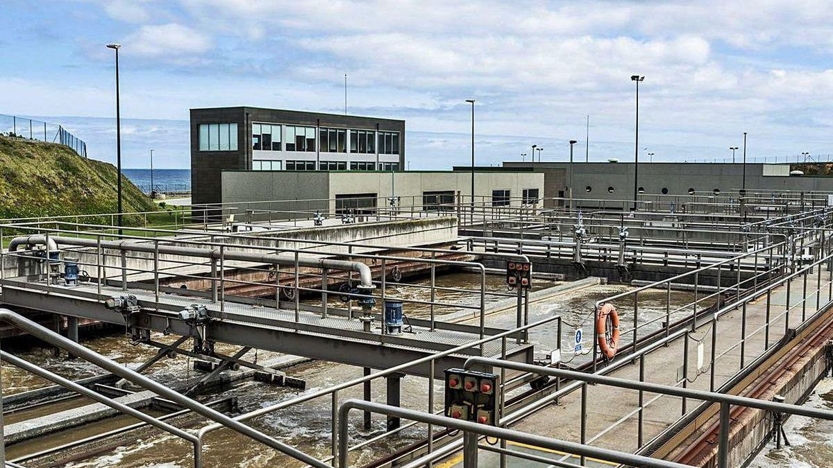 Instalaciones de la planta depuradora de aguas residuales de Bens.