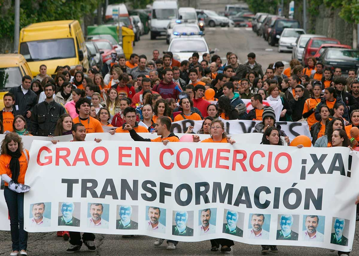 8-Manifestación-para-exigir-el-grado-en-Comercio-en-2008.FDV.jpg