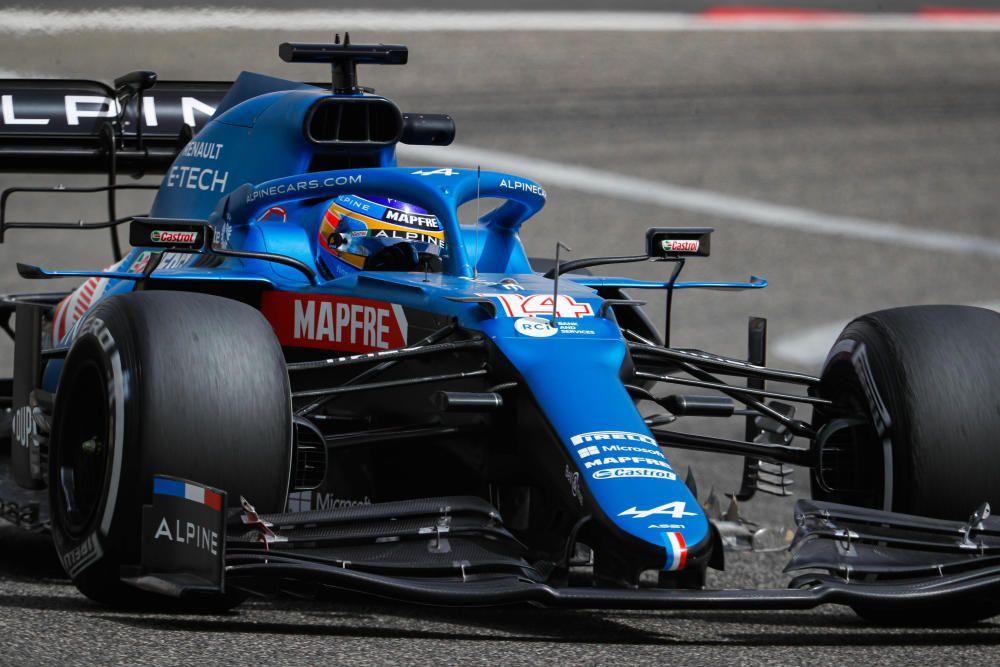 Fernando Alonso con Alpine en los test de Bahréin