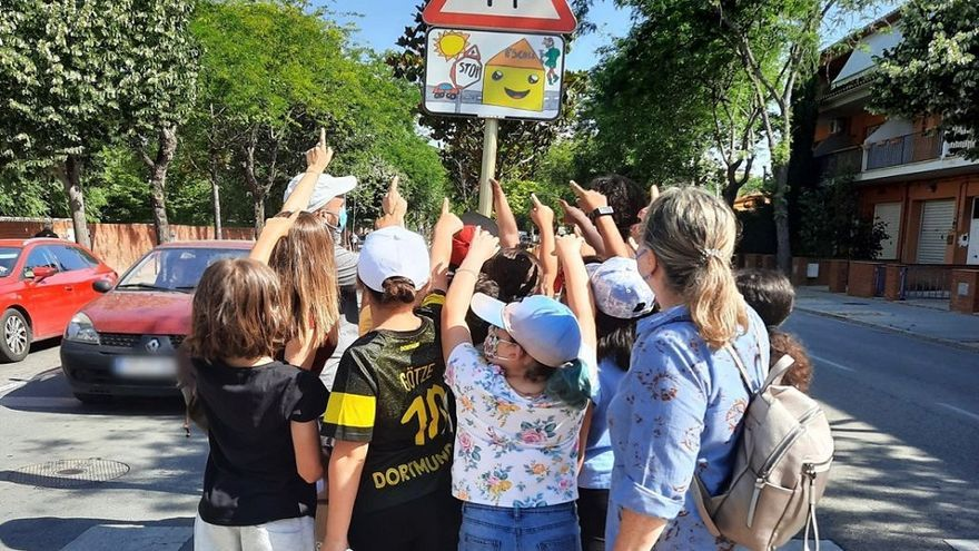 Salt inaugura la senyalització de les rutes escolars, obra de l'alumnat