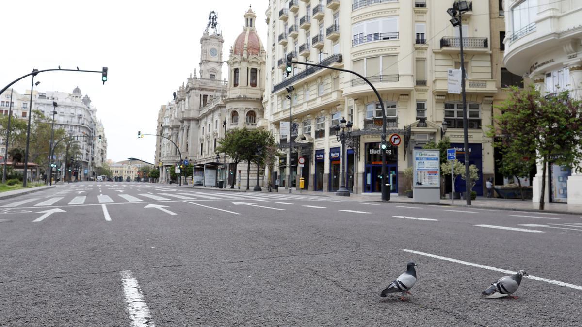 La plaza del Ayuntamiento de Valencia, vacía durante el estado de alarma por el coronavirus.