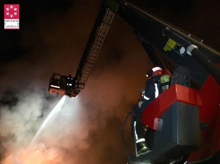 Incendio industrial en una nave de palés en Betxí