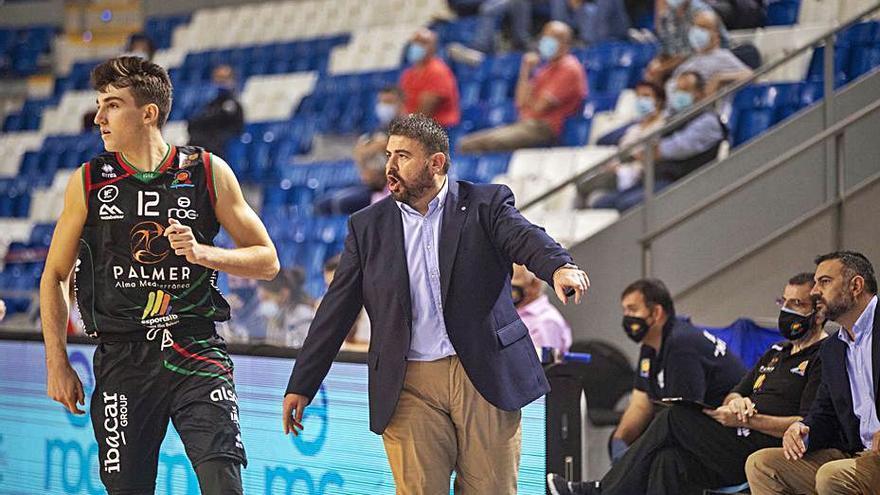 Álex Pérez: «Nos ha faltado experiencia en los últimos minutos»