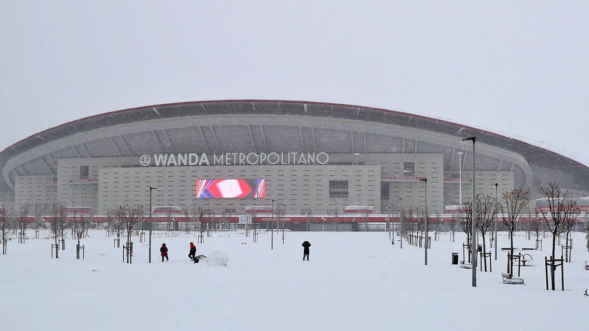 Aspecto exterior del Wanda Metropolitano, ayer por la tarde.    // EFE