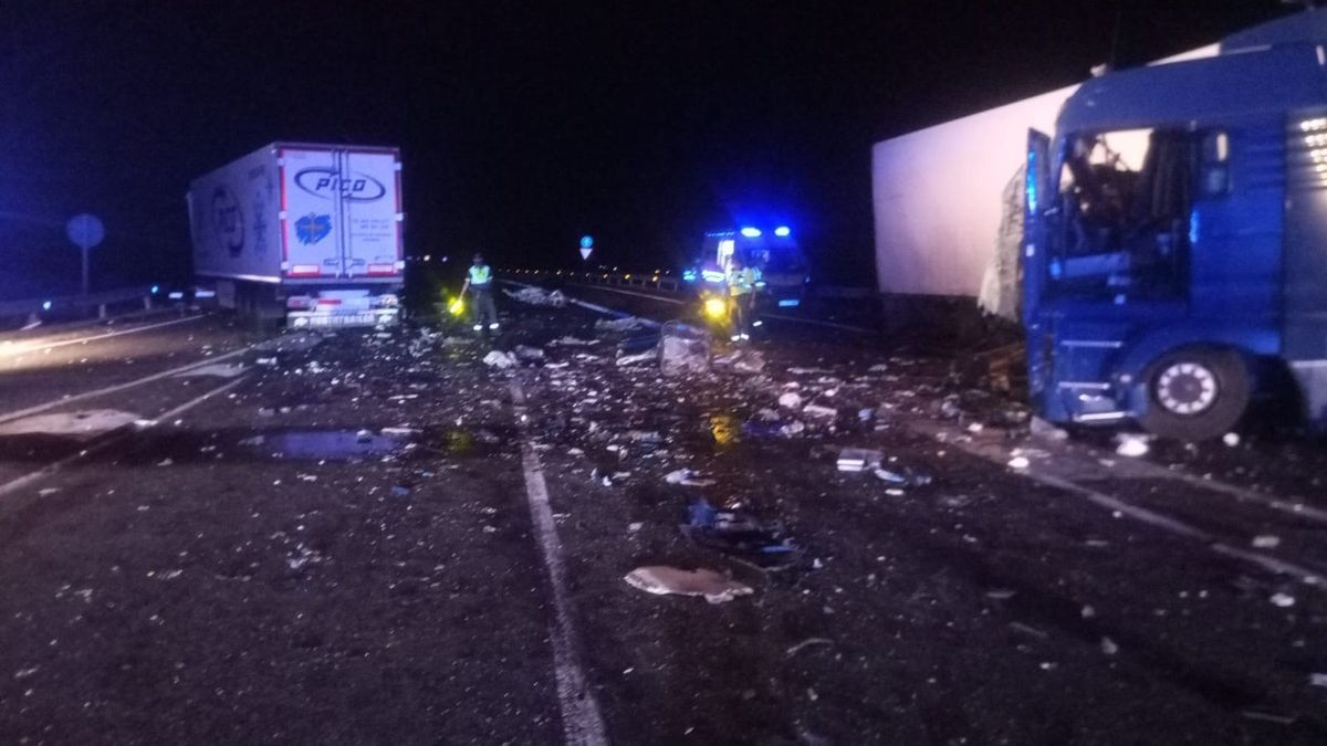 En el accidente se han visto implcados dos camiones y un turismo