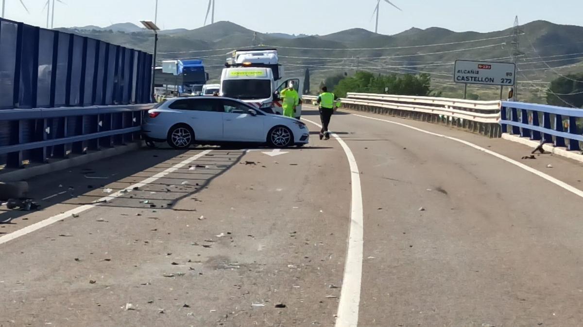 Heridas leves dos personas en un accidente de tráfico en la N-232, en El Burgo de Ebro.
