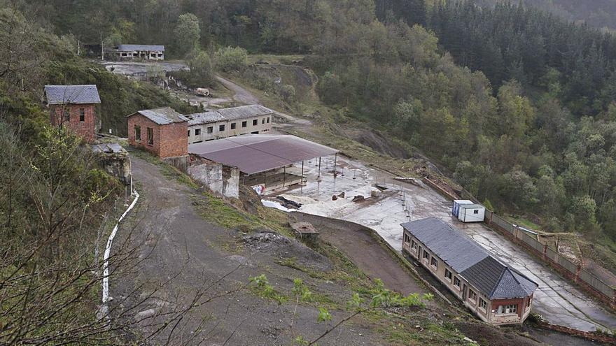Los vecinos reclaman restaurar la antigua mina de mercurio de Vildeo, en Aller