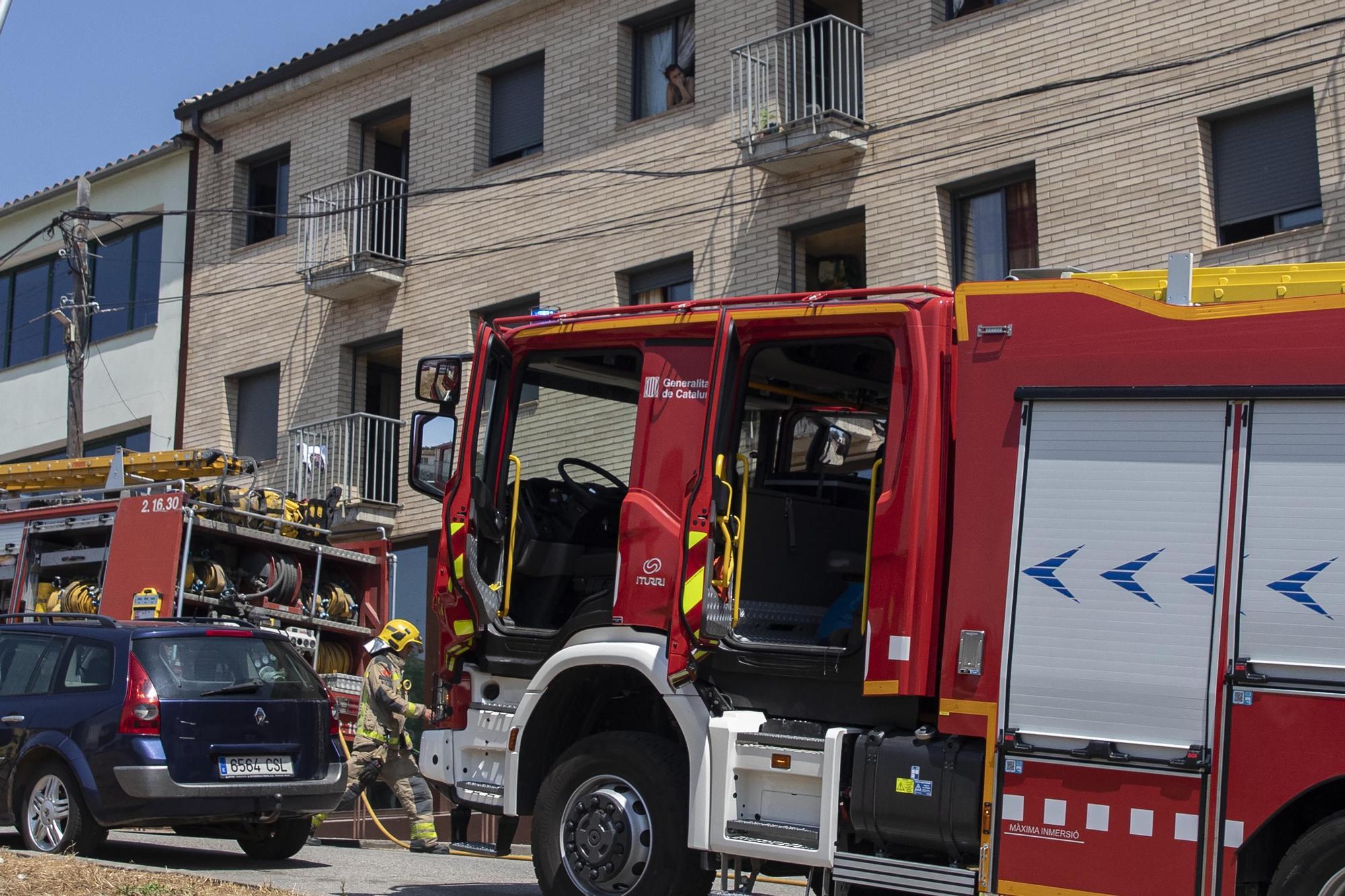 Desallotgen un bloc de pisos a Vidreres per un incendi en la instal·lació elèctrica