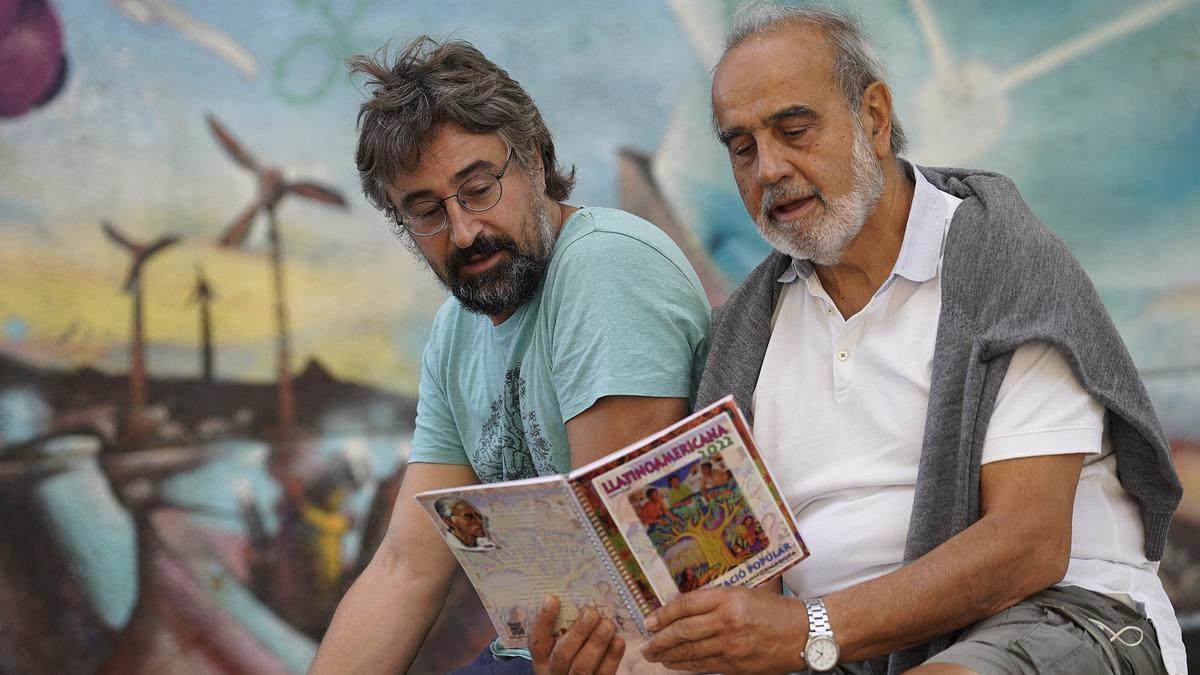 Dani Boix i Jordi Planas, amb un exemplar de l'Agenda.