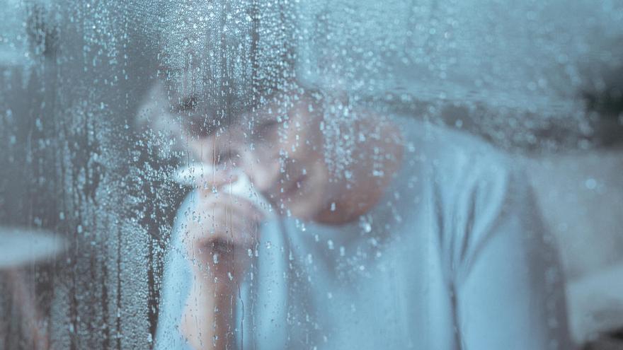 """La Covid-19 extiende una """"lluvia fina"""" de tristeza, cansancio y decepción"""